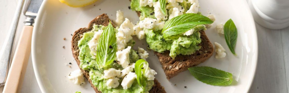Avocado toast with ricotta cheese